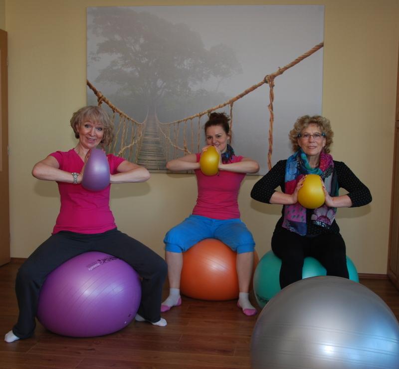 Rekondiční cvičení na gymballech s prvky jógy a pilatesu